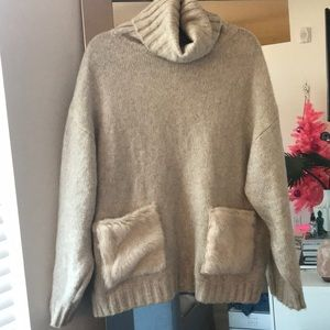 Oversized Zara sweater with fur pockets